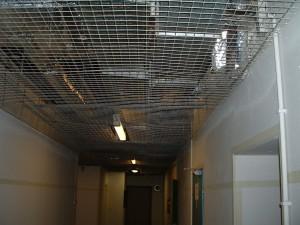 Sicherung der Versorgungseinrichtungen unter der Decke